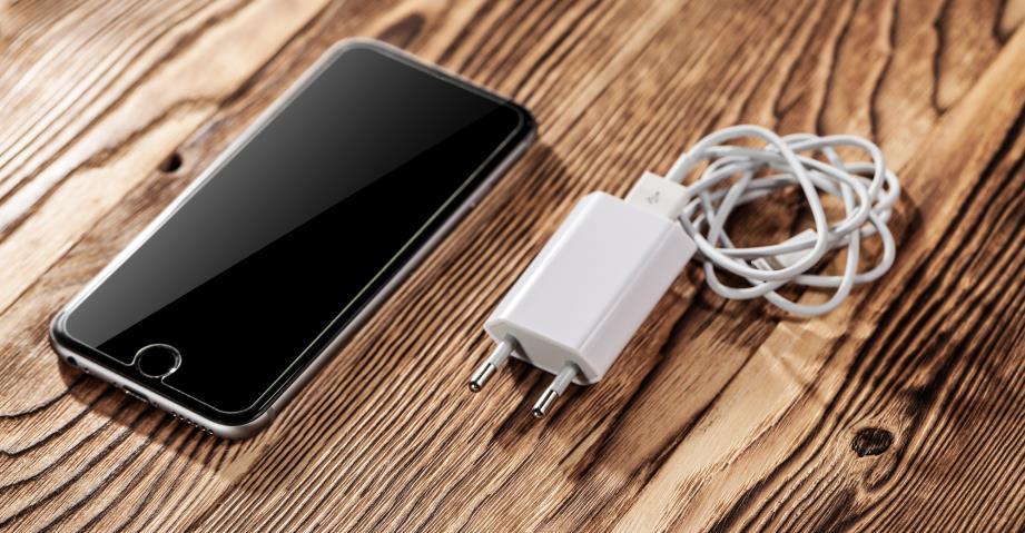 На что влияет мощность зарядки для смартфона и как выбрать правильную