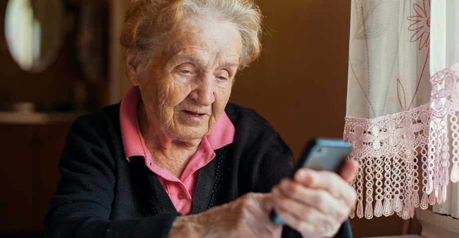 Какой смартфон купить пожилому человеку?